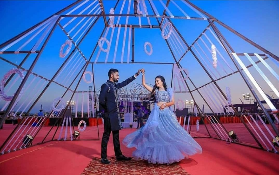 Top 80+ Latest Pre-wedding Poses For Couples Photoshoots in 2019